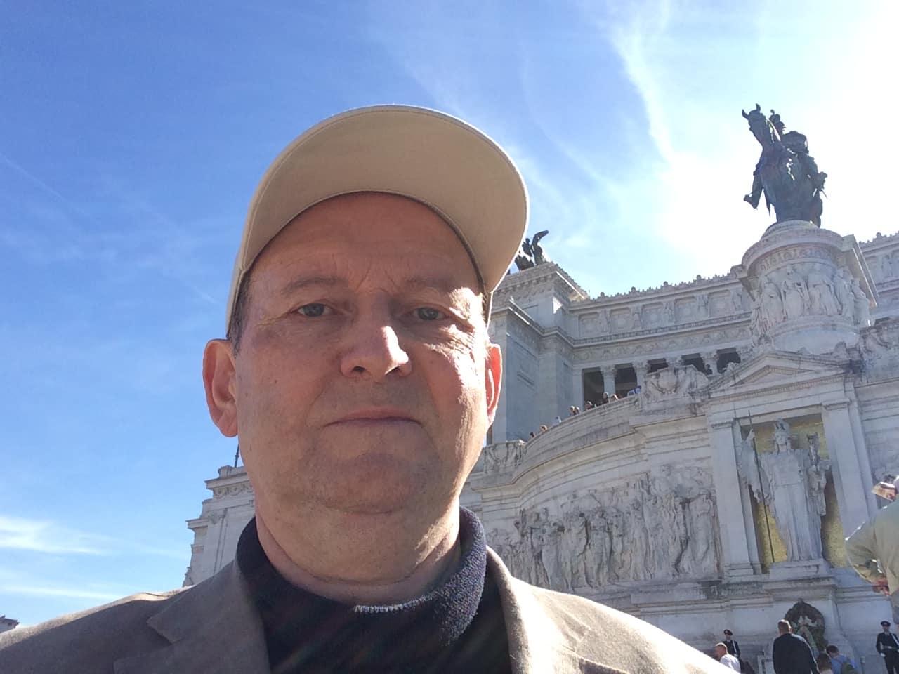 6f0229ca Arnt Stefansen var i en årrekke NRKs korrespondent med ansvar for Italia,  og han har de siste årene ledet turer for Temareiser Fredrikstad til Roma  og ...